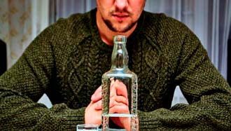 Муж пьет алкоголь